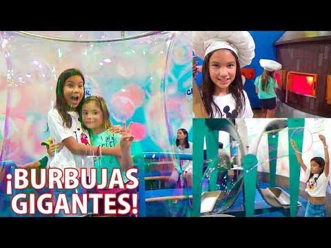 Encontramos BurBuJas GiGaNteS de JaBóN | AnaNana Toys