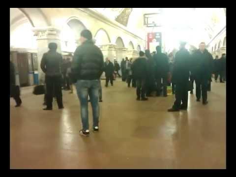 Москва, метро Комсомольская. Кто эти люди?
