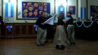 Bailando El Gato Patriotico -25 de mayo 2012.MOV