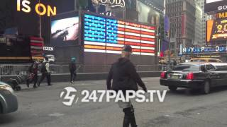 (New) (Exclusive) Justin Bieber skateboarding and Hailey Baldwin falls Down in TimeSquare