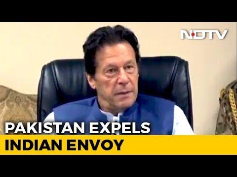 Pakistan Expels Indian Envoy, Suspends Trade Over Kashmir