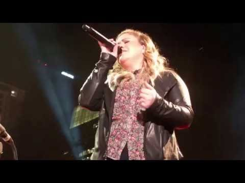 Kelly Clarkson - We Shall Be Free (10/24/2016) Nashville, TN