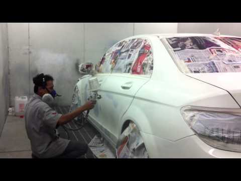 Kar-Worx & Spa: Mercedese Benz painting in paint-booth
