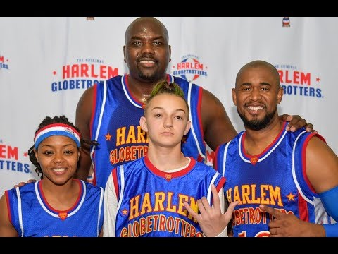 Flossin with the Backpack Kid | Harlem Globetrotters