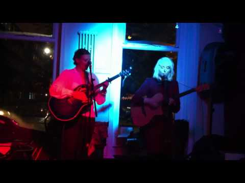 Taylor and the Mason perform 'Curtains' live @ the Sandbar, Manchester