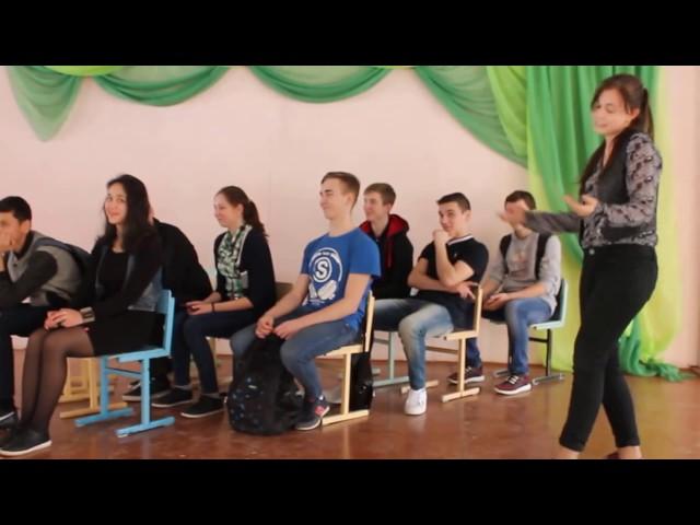 Изображение предпросмотра прочтения – УльянаШабурова читает отрывок изпроизведения «Во весь голос» В.В.Маяковского