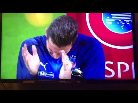 Gianluigi Buffon applauds when Italian fans boo the Swedish national anthem #RESPECT
