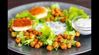 Салат из пряного нута с жареным сулугуни