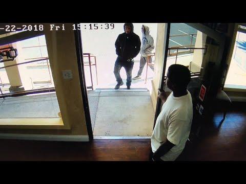 Raw: Sharif Jewelers Robbery Entering