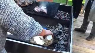 Максим Сырников готовит белые грузди в сметане.