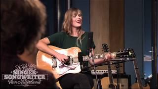 Bekijk de songtekst en meer video's op http://www.debestesingersong...