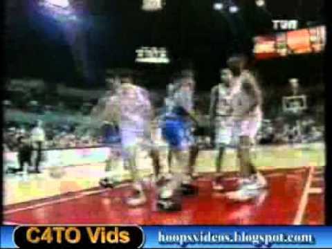 Donyell Marshall dunks for the wolves 1994
