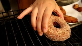 HOW TO MAKE HOMEMADE APPLE CIDER DOUGHNUTS