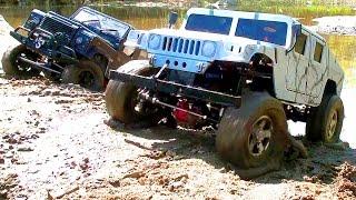 Внедорожники на радиоуправлении устроили гонки по грязи Hummer H1, Land Rover Defender, Axial(Много интересного видео http://www.youtube.com/user/wilimovich Подписывайтесь на мой канал ▻http://goo.gl/F70PoV - Внедорожники на..., 2013-06-03T05:42:19.000Z)