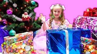 Распаковка подарков на Новый Год. Christmas Morning Opening Presents(Самое приятное в Новом Году - это распаковка подарков! Я так люблю получать подарки! Мне всегда интересно,..., 2016-01-08T10:04:42.000Z)