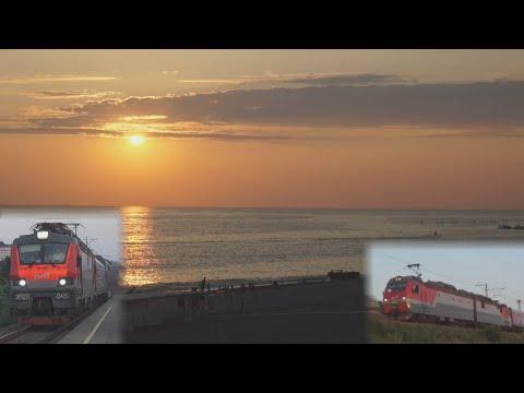 Поезда России в закатных лучах черноморского солнца