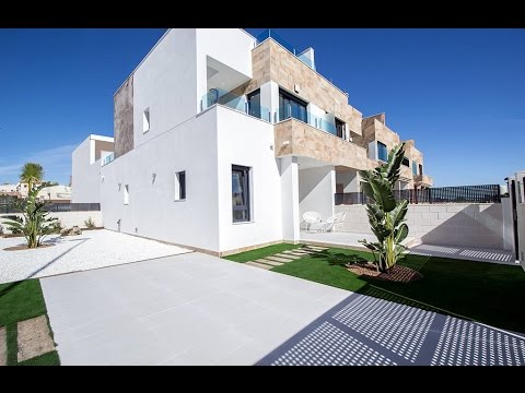 Townhouses close to the beach in Villamartin