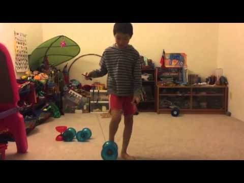 Chinese yo yo intermediate trick #1 Around the Leg 180