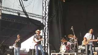 "Granger Smith singing ""Colorblind"""