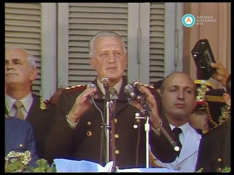 """Galtieri en la Plaza de Mayo: """"si quieren venir, que vengan"""", 1982"""