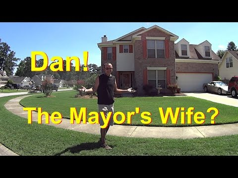 "Cutting Grass - The ""Mayor's"" Wife Picked Me! #SideHustle"