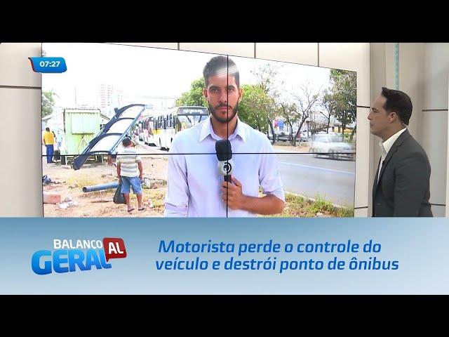 Motorista perde o controle do veículo e destrói ponto de ônibus no Tabuleiro do Martins