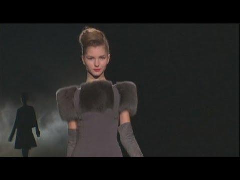 euronews le mag - John Galliano's presence felt in Oscar de la Renta show