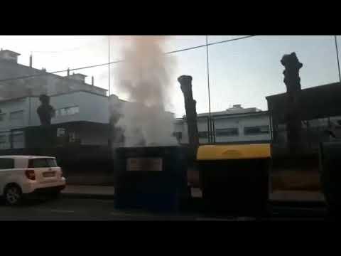 Arde un contenedor en la calle Marina Española