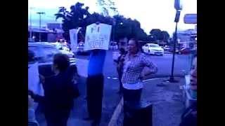 Protesta contra Soriana y el PRI por compra de votos con tarjetas soriana.