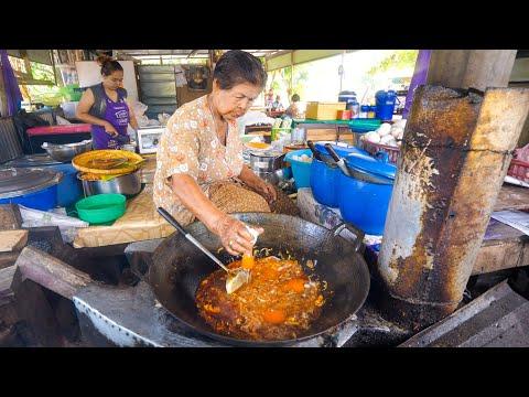 85 Years-Old - PAD THAI LEGEND! (No Shrimp, No Tofu)