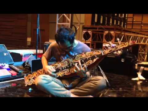 Ridho hafiedz playing Sape 2015