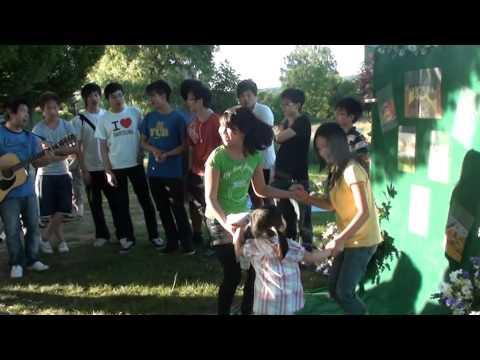 Bảo Nhi 2 tuổi biểu diễn nhảy hip hop Tết thiếu nhi 2011 Hameln