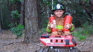 Пожарный Даник в ЛЕСУ тушит огонь! ОГНЕТУШИТЕЛИ И Спасательный вертолёт для Детей. For Kids