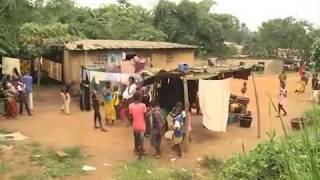vuclip Abidjan dans la commune d'Abobo un garçon de 10ans vit avec l'intestin dehors