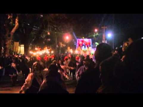 Raw: Big Mardi Gras Crowds Expected Despite Cold