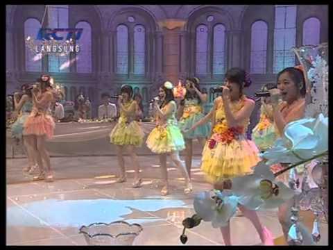 JKT48 - Yuuhi wo Miteiruka? @ Konser Menuju Miss World 2013 (20130729)