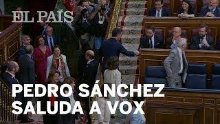 CONGRESO: Pedro SÁNCHEZ saluda a Santiago ABASCAL y los diputados de VOX