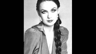 Crystal Gayle - Somebody loves you (HQ)