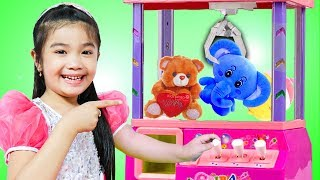 Hana Pretend Play with Little CLAW Machine CRANE Game Toy