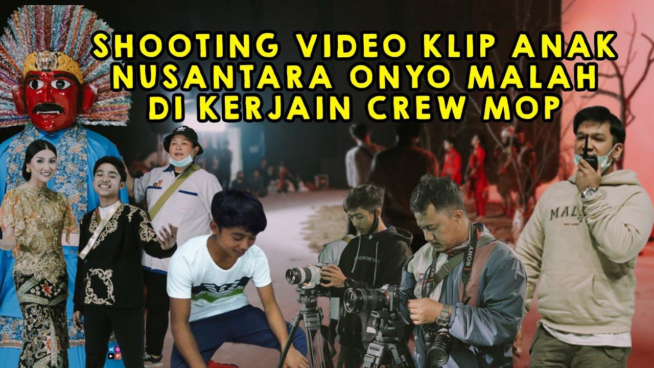 BEHIND THE MOP   ONYO LAGI LATIHAN DANCE MALAH DI KAGETIN CREW MOP!!!