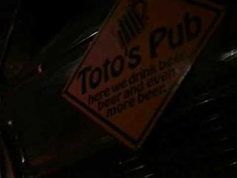 Toto's Garage Pub, Bombay