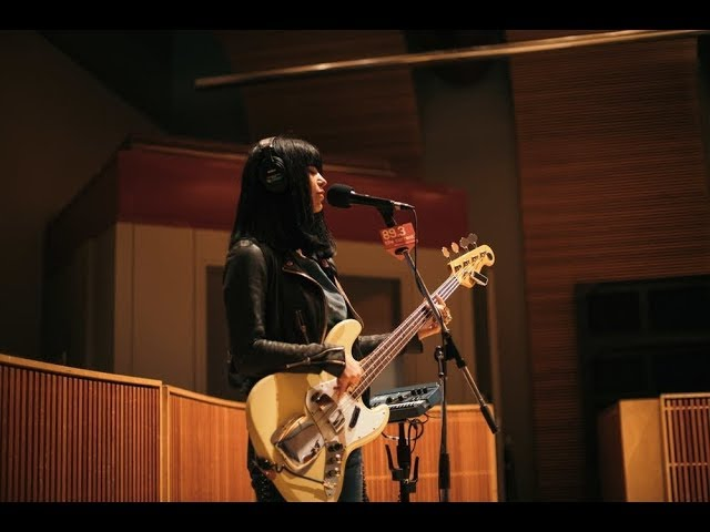 khruangbin-maria-tambien-live-at-the-current-the-current