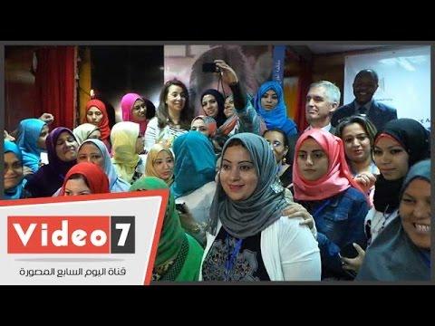 اليوم السابع : فتاة تهدى وزيرة التضامن
