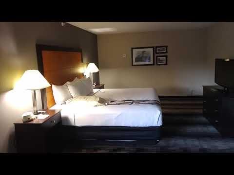 Hotel Room Review - La Quinta Inn  Chicago - Lake Shore - No wash clothes,  towel,  this day