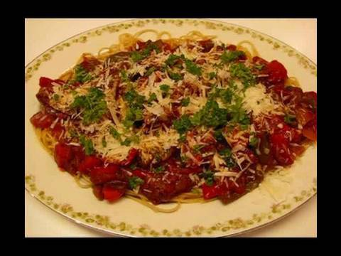 Betty's Spaghetti With Italian Sausage And Peppers