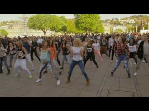 ZUMBA Flashmob Stuttgart (Germany) - by TanzES