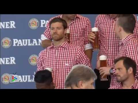 Xabi Alonso joins in Bayern's photo shoot