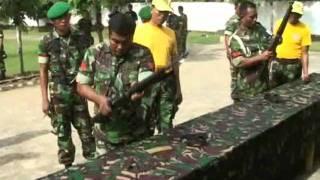 Prajurit Tatag Mampu Merakit Aneka Senjata dalam Waktu 30 Deti.wmv