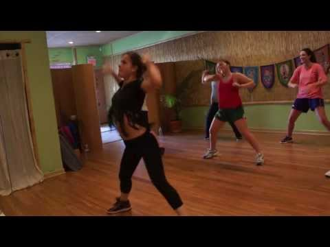 Danca do Alarme - Zumba With Carolina B Travel Video