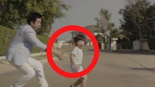 ركض الأب وراء طفله في الشارع و لكن عندما أمسك به كانت المفاجئة !!